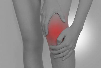 身体のゆがみも膝痛の原因になります