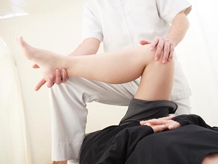 股関節や足首の筋肉を柔らかくする施術で症状を根本改善します